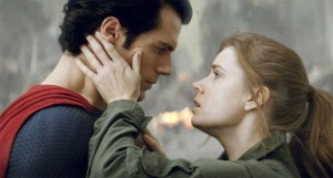 Henry-Cavill-and-Amy-Adams-in-Man-of-Steel-2013-Movie-Image1-600x322